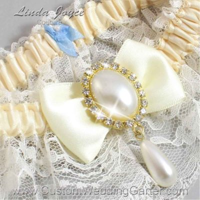 """Candlelight and Ivory Lace Wedding Garter """"Victoria 10"""" Gold"""
