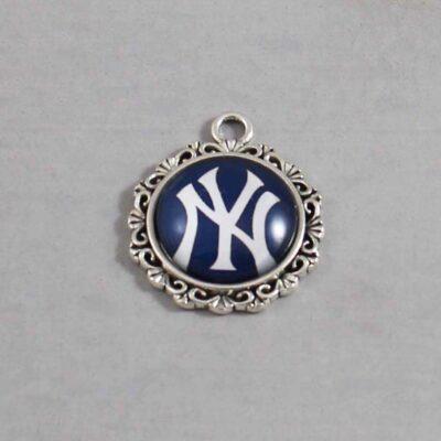 New York Yankees Wedding Garter / MLB / Baseball - Charm 568 / Wedding Garters / Bridal Garter / Prom Garter / Linda Joyce Couture